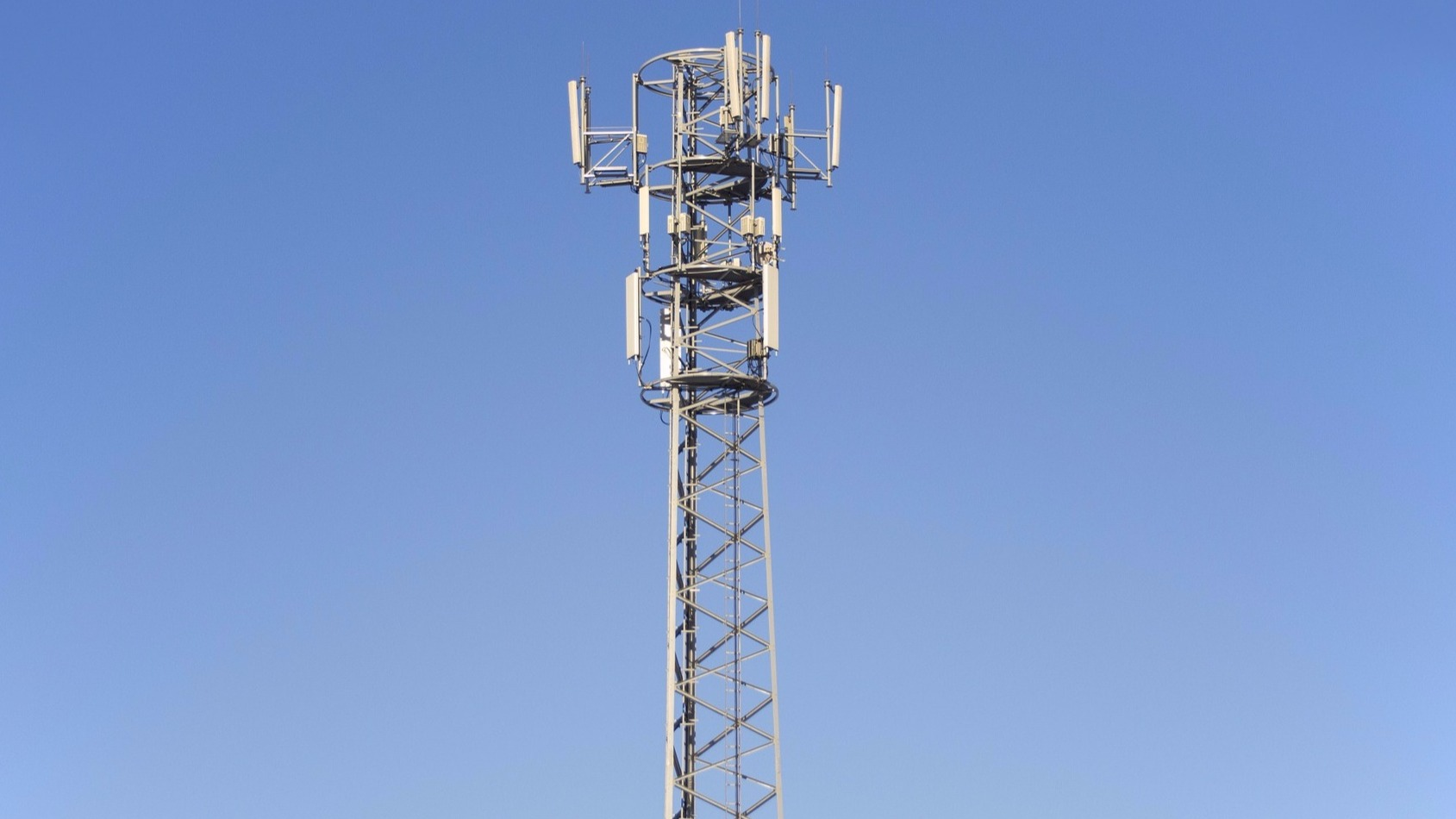 Picture Cellular Tower leading to page explaining Peplink cellular bands